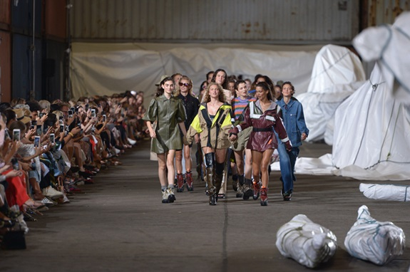 Ganni modeshow under Copenhagen Fashion Week SS19. Foto: Copenhagen Fashion Week.